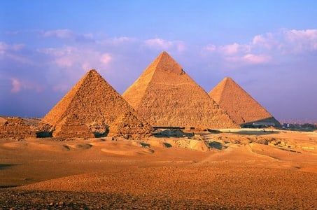 Day Tour to the Pyramids of Giza and Egyptian Museum