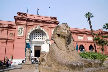Full Day Tour: Giza Pyramids and The Egyptian Museum