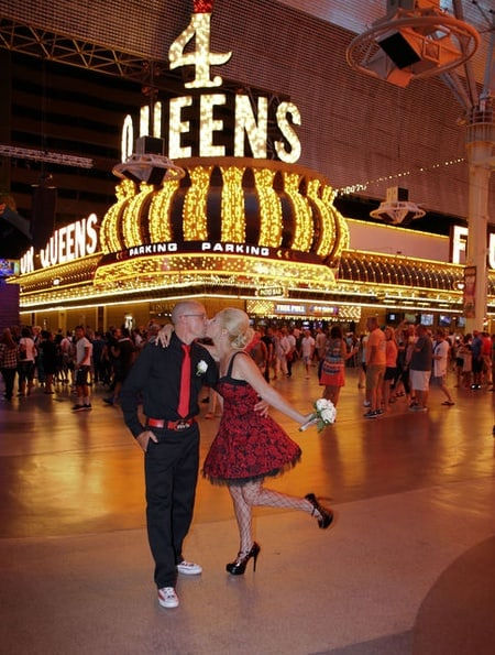 Las Vegas: Fremont Street Walking Photo Tour