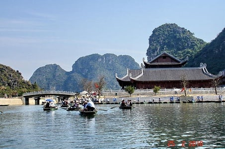 4-Day Northern Vietnam Tour Including Hanoi, Halong Bay, and Trang An Grottoes