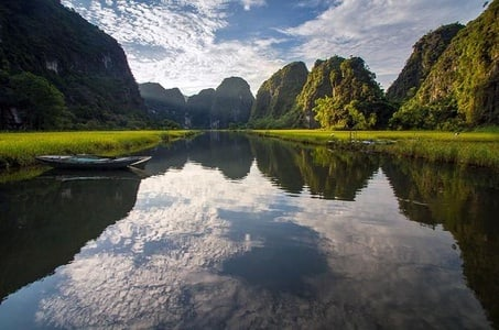 Full-Day Tour to Tam Coc National Park and Hoa Lu from Hanoi