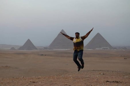 Giza pyramids and Egyptian museum day tour