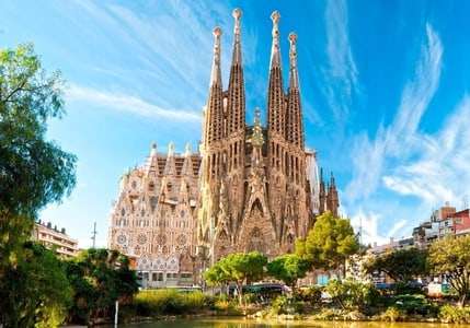 Barcelona 360º Gaudí Emotions Combined Luxury Van And Helicopter Tour With Skip The Line Tickets To Sagrada Familia Park Güell