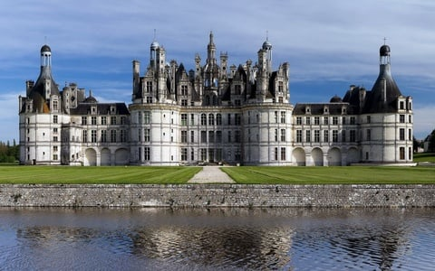 Loire Valley Castles: Private Guided Tour by Minibus