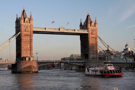 Sparkling 2-Hour River Thames Sunset Cruise in London