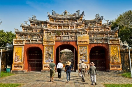 Hue City Sightseeing Tour with Perfume River Cruise