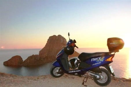 Excursion indépendante à Formentera avec location de scooter