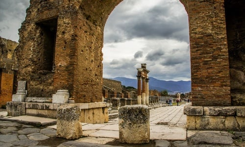 Pompeii and Naples 1 day tour from Rome