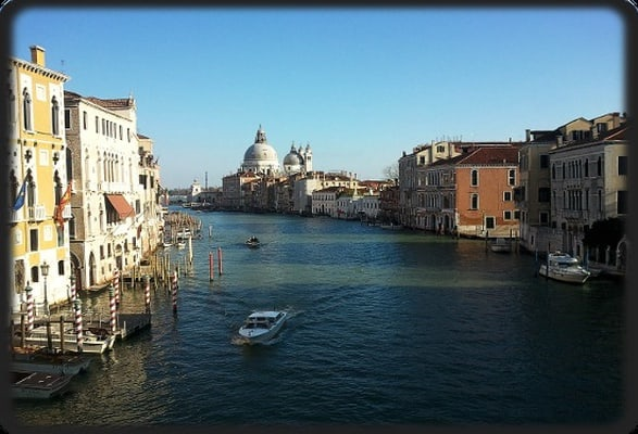 Venice 2-Hour Walking Tour with Gondola Yard Visit