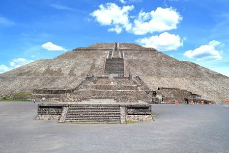 Teotihuacan Pyramids & Guadalupe Shrine: Full-Day Tour