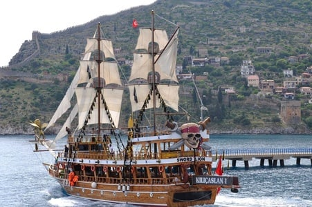 Alanya Boat Trip with BBQ Lunch and Drinks