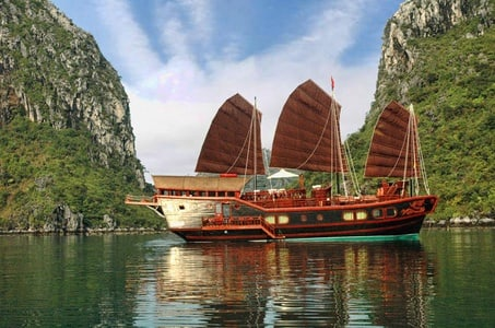 Ha Long tour: Night Cruise on the Bay - Deluxe Junk