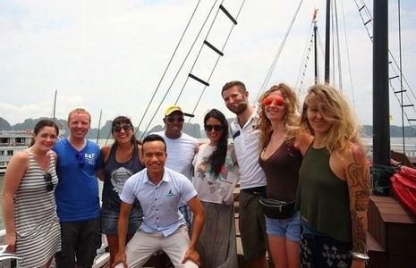 Halong Bay Islands and Caves: Full-Day Tour from Hanoi