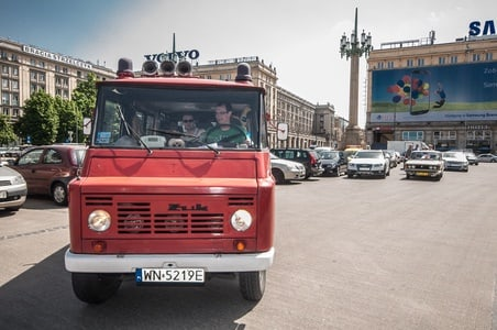 Warsaw: Behind the Scenes City Tour in Communist-Era Car
