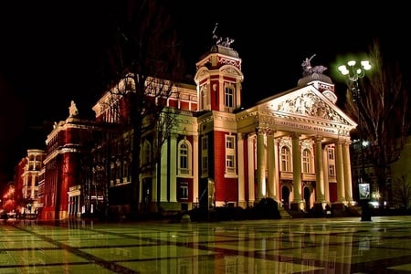 Sofia: Panoramic City Tour and Folklore Dinner