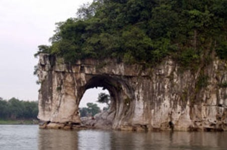 Private Guilin Half Day Tour including Li River, Reed Flute Cave and Elephant Hill