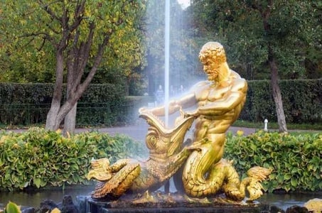 5-Hour Private Tour of Peterhof Palace and Park with Skip-the-Line Tickets