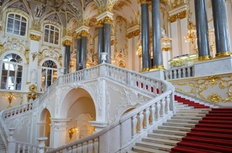 Private Hermitage State Museum with Faberge Halls Tour and 3-Course Traditional Russian Lunch in St. Petersburg