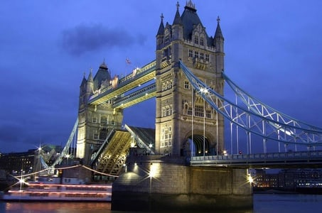 Private Half-Day Guided and Chauffered Tour of London