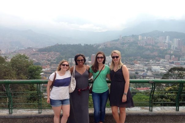 Medellín City Tour Including Slum Neighborhoods and Food Tasting