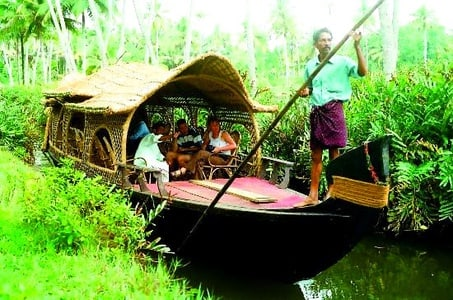 Cochin: 7-Hour Tour of Backwater Boat and Canoe Cruise
