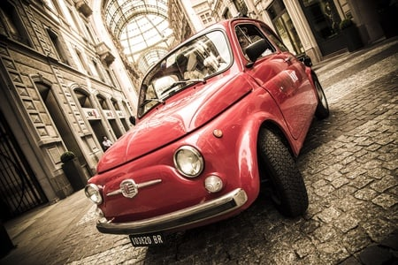 Milan Fast Sightseeing Tour in a Fiat 500 for Small Groups with Guide
