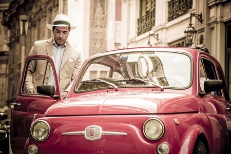 Milan Small Group Sightseeing Tour with Fiat 500 and Professional Guide