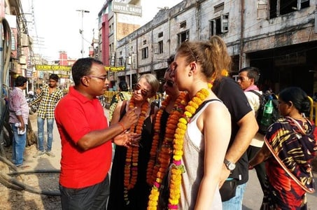 Holy Cities of Varanasi and Sarnath Small Group Tour Including Lunch