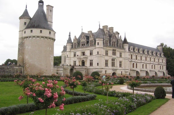 how to get to loire valley from paris
