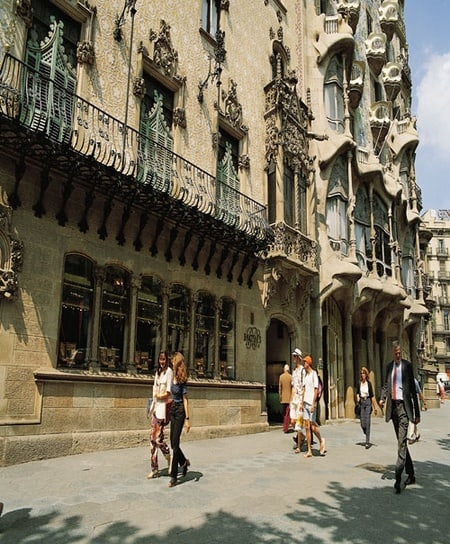 Barcelona Morning City Tour with the Gothic Quarter and Tickets to Spanish Village & Montjuic Cable Car Ride