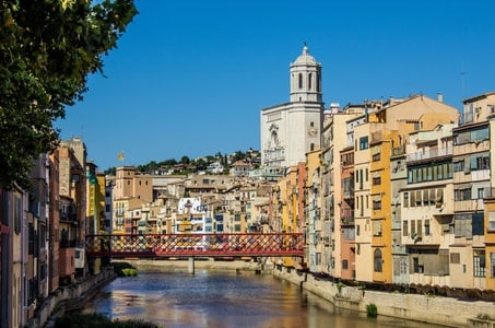 Girona and Montserrat Guided Day Tour from Barcelona