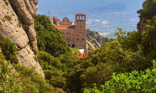 Guided tour to Montserrat from Barcelona with tapas and wine tasting