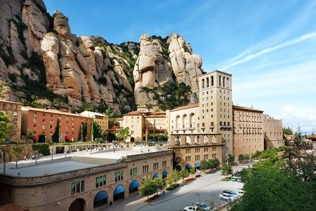 Montserrat Monastery Guided Tour (Morning) with Audiovisual Space and Liquor Tasting