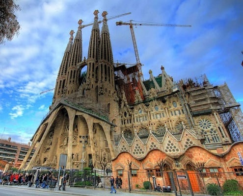 gaudi extravaganza best of barcelona walking tour with skip the
