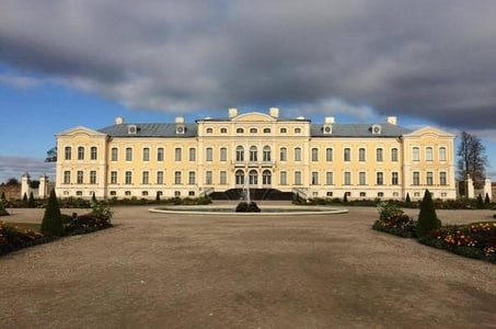 Day tour from Riga to Vilnius