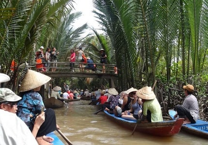 Hand-rowed Boat Trip at Rural My Tho - Fruit Plantation & Fish Village