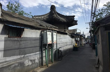 Half-Day Bicycle Tour with Hutong Overview and Musical Performance in Beijing