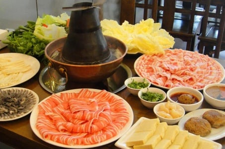 Private Half-Day Walking Tour of Hutong with Mongolia Hotpot Dinner