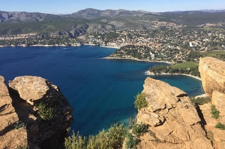 Toulon Shore Excursion: Private Day Trip to Le Castellet, Cassis and Marseille