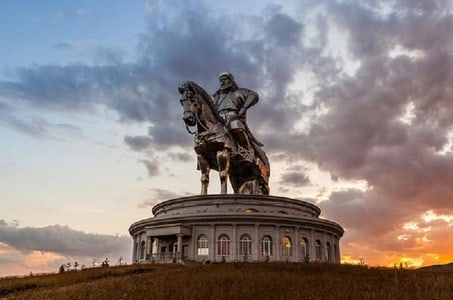 1 Day Coach Tour of Genghis Khan Statue Complex and Terelj National Park Including Lunch