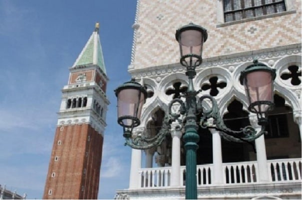 Historical guided walking tour of Saint Mark's with the Golden Basilica and optional boat to Murano Island