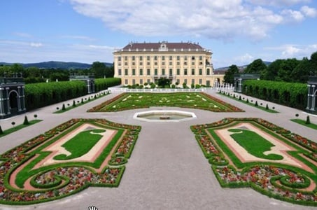 Skip the line: Guided tour Schönbrunn Palace and Vienna Historical City Tour