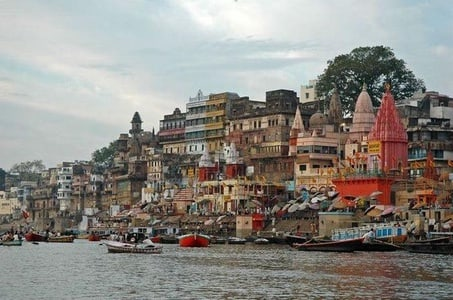 Varanasi Boat Ride and Ancient Temples Day Tour with Breakfast