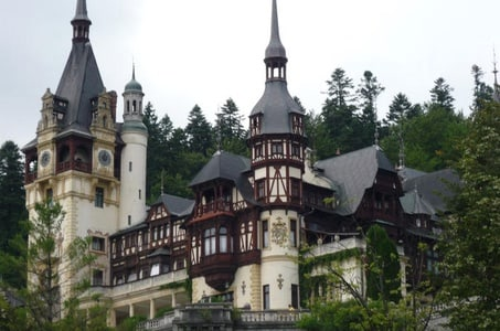 Private Tour: Full-Day Dracula Castle and Peles Castle Tour from Bucharest