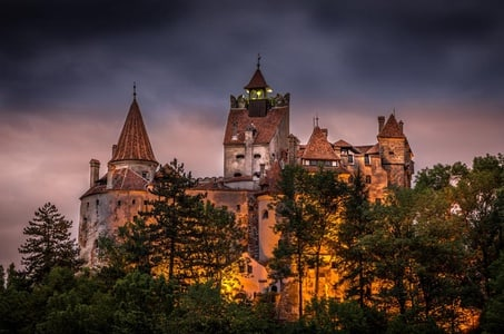 Tour to Peles and Dracula's Castle - Day trip from Bucharest