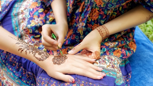 Henna Hand Painting Between Art And Tradition
